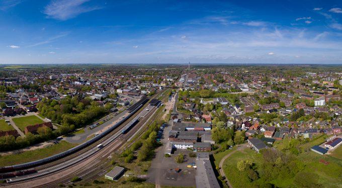 "Der ""Rüsdorfer Kamp"", rechts der Bahngleise, Bildquelle: Foto: Jacobs / Stadt Heide"