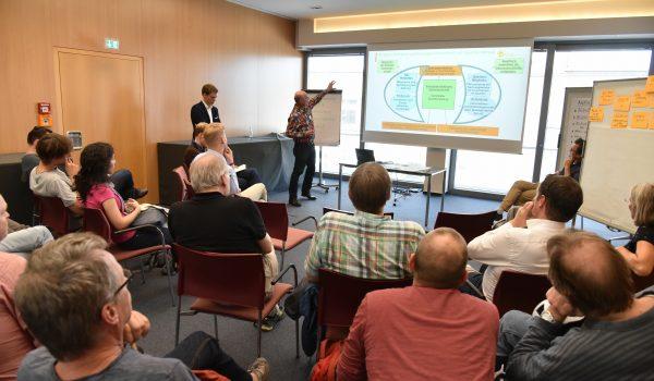 """Energie-Workshop 2 – """"Beteiligung an Energieerzeugungsanlagen im Quartier"""" - Burghard Flieger, Bildquelle: Stadt Oldenburg/Frick"""